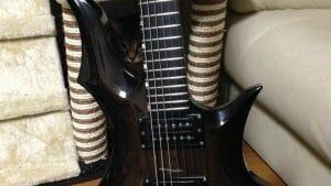 フロイドローズのギターの弦交換と弦高調整!!